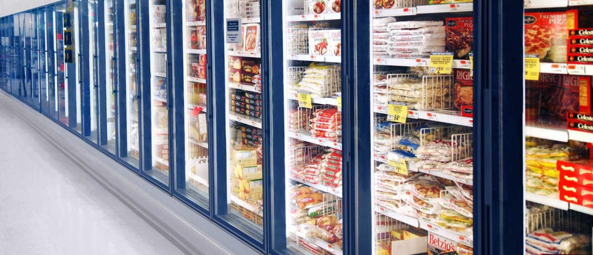 大型スーパーの商品ケース